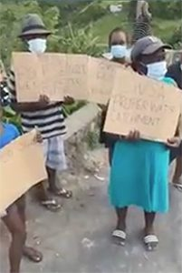 Owia residents stage protest (+video)